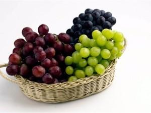16997-stolovanie-hrozno-ovocie-clanok